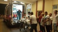 MEHMET ÇETIN - Otomobil Motosiklete Çarpıp Kaçtı Açıklaması 2'Si Ağır 3 Yaralı