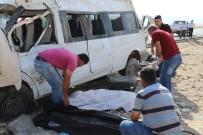 KONUKBEKLER - Tarım İşçilerini Taşıyan Minibüs Takla Attı Açıklaması 1 Ölü, 14 Yaralı