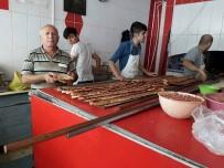 SABAH KAHVALTISI - Yerköy'de Fırınlarda Kıymalı Pide Kuyruğu