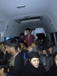 GÖÇMEN KAÇAKÇILIĞI - Bingöl'de Bir Minibüste 40 Göçmen Yakalandı