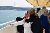EYÜP SULTAN CAMİİ - Kartepeli Yaşlılar Boğaz Turunun Keyfini Çıkardı