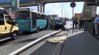 AYDINLATMA DİREĞİ - Otomobilin Çaptığı Elektrik Direği Yola Devrildi
