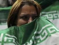 KADIN TARAFTAR - Suriyeli kadınlar maça girdi, İranlılar kapıda kaldı!