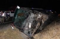NUMUNE HASTANESİ - Yolcu Otobüsüyle Otomobil Çarpıştı Açıklaması 1 Ölü, 16 Yaralı