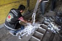 ŞÜPHELİ ARAÇ - Alüminyum Çıtalara Bin 860 Adet Cep Telefonu Sakladılar