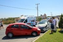 KURTARMA EKİBİ - Antalya'da Trafik Kazası Açıklaması 2 Yaralı