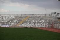İSMET YıLMAZ - Eski Stadyumda Yıkım Çalışmaları Başladı