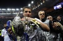 YEDEK KALECİ - Galatasaray Cedric Carrasso'yu Kadrosuna Kattı