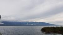 SAĞANAK YAĞIŞ - Göl Üzerinden Geçen Yağmur Bulutları Böyle Görüntülendi