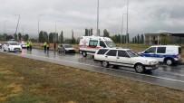 Kontrolden Çıkan Otomobil Aydınlatma Direğine Çarptı Açıklaması 4 Yaralı