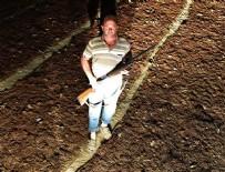 TARLABAŞı - Manisalı çiftçinin 'üzüm nöbeti'