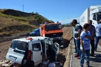 TIR ŞOFÖRÜ - Sivas'ta Tır İle Hafif Ticari Araç Çarpıştı Açıklaması 2 Ölü