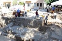 ANTROPOLOJI - Akhisar'da Bulunan Roma Dönemine Ait Tapınağın Altından Tarih Fışkırıyor