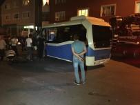 YOLCU MİNİBÜSÜ - Ataşehir'de Otomobil Yolcu Minibüsüne Çarptı Açıklaması 4 Yaralı