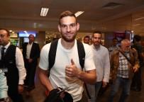 TOTTENHAM HOTSPUR - Fenerbahçe'nin yeni transferi Janssen, İstanbul'a geldi