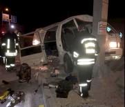 GÜLLÜBAHÇE - Göçmenleri Taşıyan Minibüs Kaza Yaptı Açıklaması 1 Ölü, 20 Yaralı