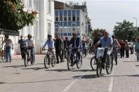 ADAPAZARı KÜLTÜR MERKEZI - Sakarya'da Basın Mensuplarına Bisiklet Hediye Edildi