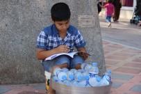 GÜLISTAN CADDESI - Sokakta Su Satıp, Ders Çalışıyor