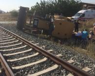 YOLCU TRENİ - Tren Hemzemin Geçitte İş Makinesine Çarptı