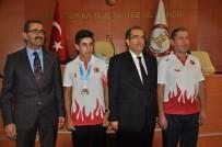 LİSE ÖĞRENCİSİ - Vali Demir'den Uşaklı Avrupa Şampiyonu Mehmet Çelik'e  Ödül