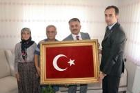 Vali Yazıcı, Şehit Tayfun Meşe'nin Ailesini Ziyaret Etti