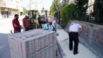 YAZ MEVSİMİ - Yeni Mahallede Kaldırım Çalışmaları Gerçekleştiriliyor