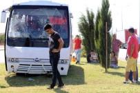 KADER - Antalya'da Otel Servis Minibüsü Devrildi Açıklaması 5 Yaralı