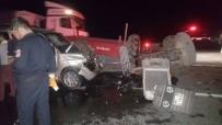 ESKIŞEHIR OSMANGAZI ÜNIVERSITESI - Kamyonet İle Traktör Çarpıştı Açıklaması 6 Yaralı