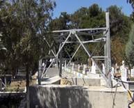 YÜKSEK GERİLİM - Mezarlık Yolunun Ortasındaki Elektrik Direği Kaldırılacak