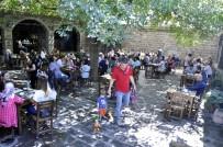 AHMET ARİF - Tarihi Mekanlar Ziyaretçi Akınına Uğradı