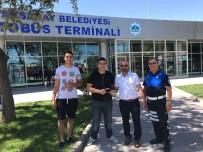 BAYRAM TATİLİ - Terminalde Bulduğu Para Dolu Cüzdanı Sahibine Teslim Etti