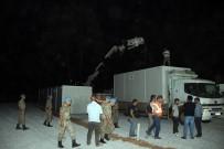 OTURMA ODASI - Yangınzedeler İçin Konteynerler Kurulmaya Başlandı