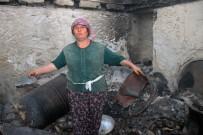 FERIŞTAH - Zeytinköy'de İnek Ve Tavukları Hariç Her Şeyini Kaybeden Kadın Evini Terk Etmiyor