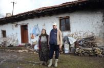 YOL DURUMU - 60 Haneli Köyde Artık Sadece İkisi Yaşıyor