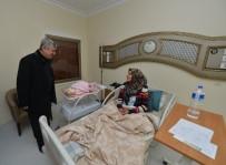 UĞUR POLAT - Başkan Polat Yılın İlk Doğan Bebeklerini Ziyaret Etti