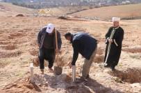 YEŞILKENT - Valiz içinde bulunan Suriyeli bebeğin cenazesi defnedildi