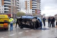 GAZIOSMANPAŞA ÜNIVERSITESI - Hurdaya Dönen Otomobilden Yaralı Olarak Kurtuldular