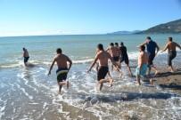 İNSAN VÜCUDU - Mersin'de Kış Ortasında Deniz Keyfi
