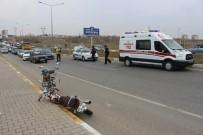 ÖMER YıLMAZ - Motosiklet İle Minibüs Çarpıştı Açıklaması 1 Yaralı
