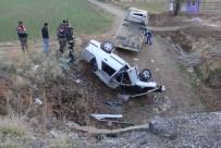 Otomobil Menfeze Devrildi Açıklaması 4 Yaralı