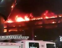 LIVERPOOL - Otoparkta Yangın Açıklaması Yüzlerce Araç Yandı!