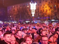 HAVAİ FİŞEK - Polonya 2018'E 'Merhaba' Dedi