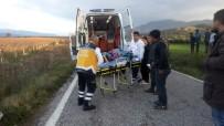 HALITPAŞA - Saruhanlı'da Motosiklet Kazası Açıklaması 2 Yaralı