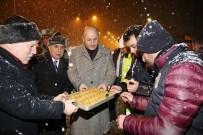 ÖZEL HAREKET - Vali Azizoğlu Yeni Yılı Asker Ve Polislerle Karşıladı