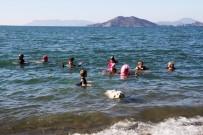 İŞİTME CİHAZI - Yardıma Muhtaç Çocuklar İçin Denize Girdiler