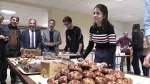 DOPING - Ders Çalışan Öğrencilere Pasta Ve Börek İkramı