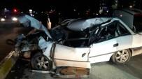 PAMUKKALE - Otomobil Kamyona Arkadan Çarptı Açıklaması 1 Ölü 1 Yaralı