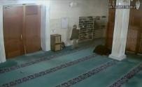 (Özel) Camiye Dadanan Ayakkabı Hırsızları Kamerada