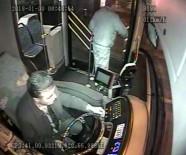MİLLET CADDESİ - Kahraman Otobüs Şoförü, Bayılan Genci Hastaneye Böyle Yetiştirdi
