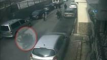 KAPKAÇ - (Özel) Yolda Yürüyen Kadına Kapkaç Şoku Kamerada